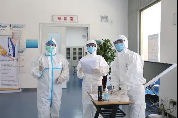 首经贸本部实施最高等级校园管控,校内人员进行核酸检测图片