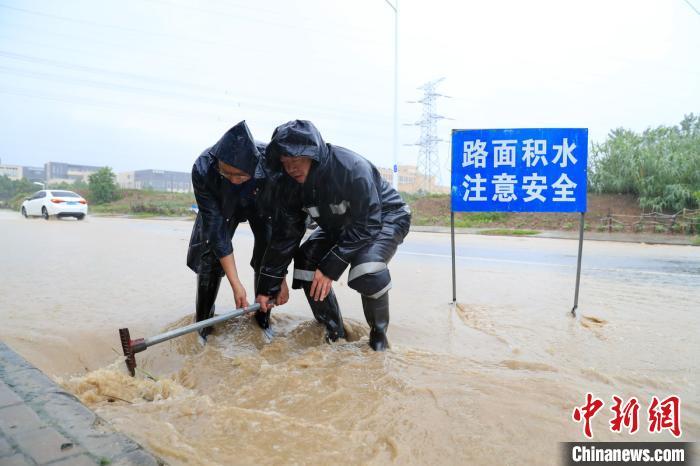 安徽合肥发布暴雨黄色预警 局部路段出现洪涝图片
