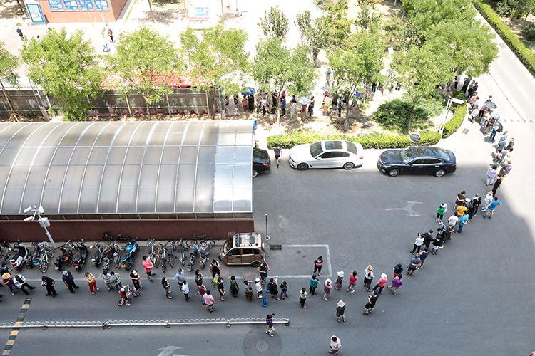 北京西城天陶红莲菜市场周边7个社区居民核酸检测图片
