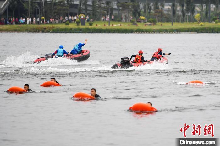 6月16日,山西省消防救援总队举行抗洪抢险救援综合实战演练。武俊杰 摄