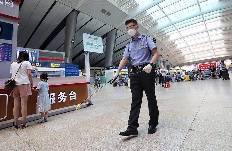 """""""二级响应""""首日 北京南站公共区域每4小时消毒一次图片"""