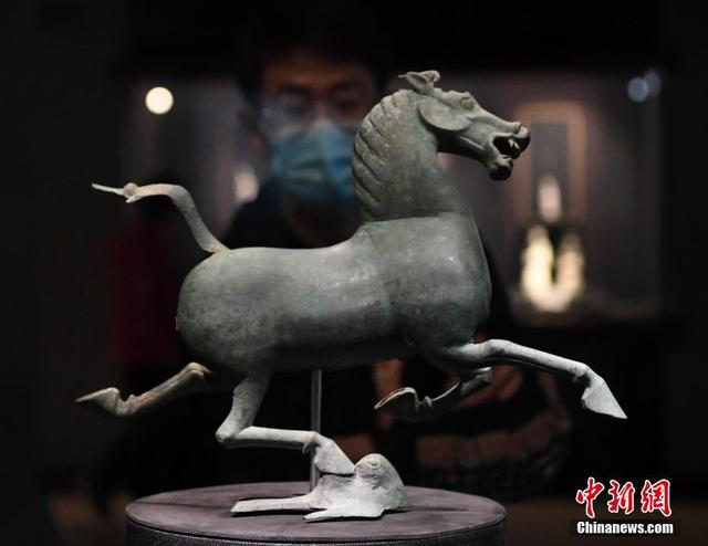 """""""铜奔马""""真品在甘肃省博物馆展出"""