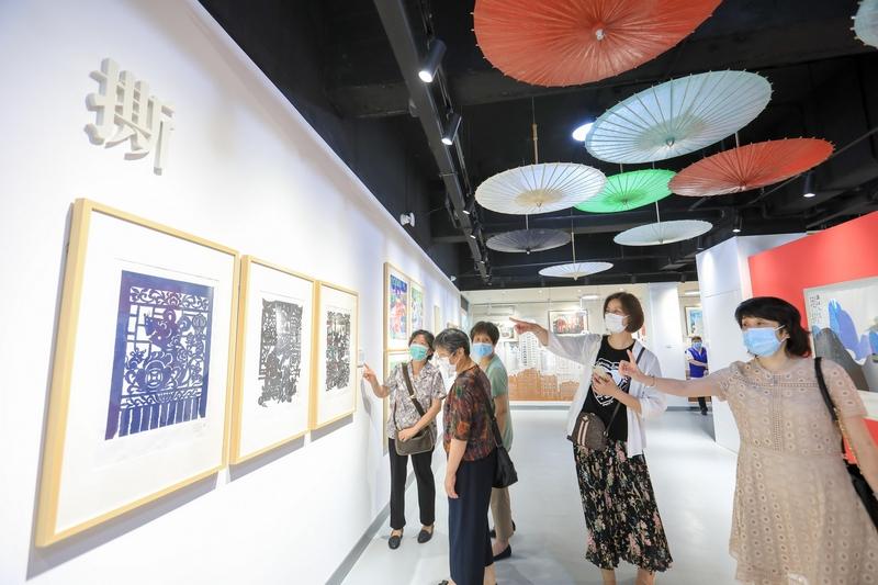 纸上生花,林曦明现代剪纸艺术馆开馆,首展《纸·无止境》带领观众领略非遗魅力