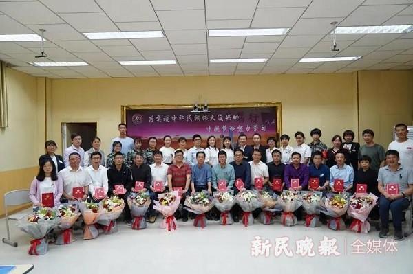 花海映五月桃李自芬芳——泽普县第五中学举行师徒结对活动