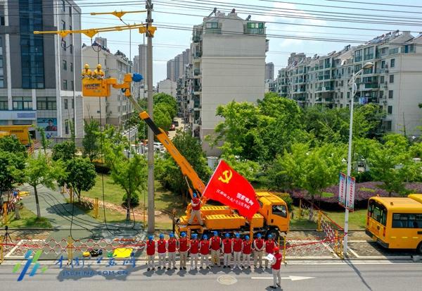 南京供电跨省帮扶 不停电作业助力复工复产图片