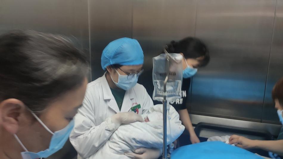 抗流行病烈士彭银华的女儿彭鹏出生。父亲:如果我的儿子见到儿子,我会很高兴|平安|新皇冠肺炎