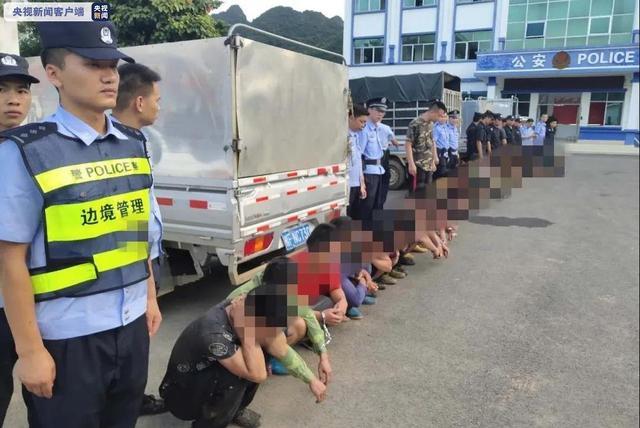 22名非法入境走私外籍人员结束刑期被遣送出境