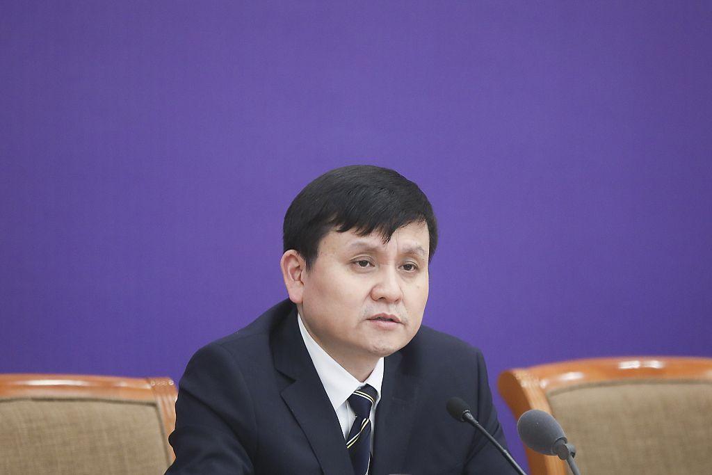 张文宏:散发性病例不可避免,聚集时要注意戴口罩图片