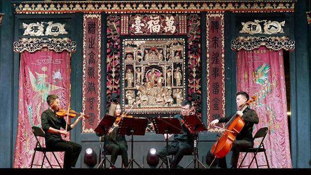 正!比巴赫还老的古戏台响起弦乐四重奏