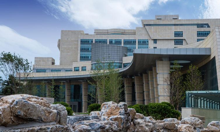 北京大学国际医院门诊大厅外景。医院官网 图