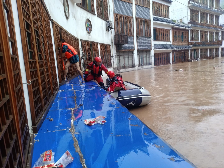 强降雨致木瓜镇被摩天代理淹10岁,摩天代理图片