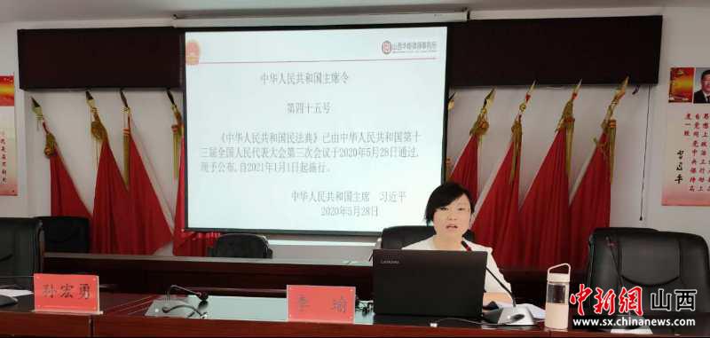 李瑜教授正在讲课