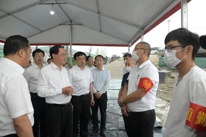 """浙江省委书记车俊赴""""6·13""""槽罐车爆炸事故现场检查"""