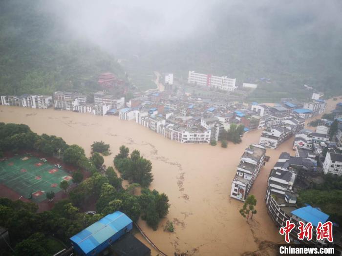 暴雨洪涝重灾区摩天登录桐梓县下,摩天登录图片