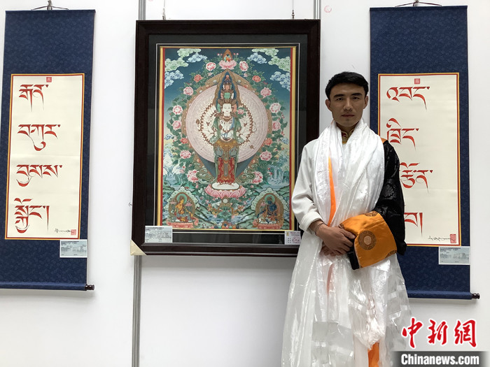 桑吉加木措个人毕业作品展在青海民族大学举行