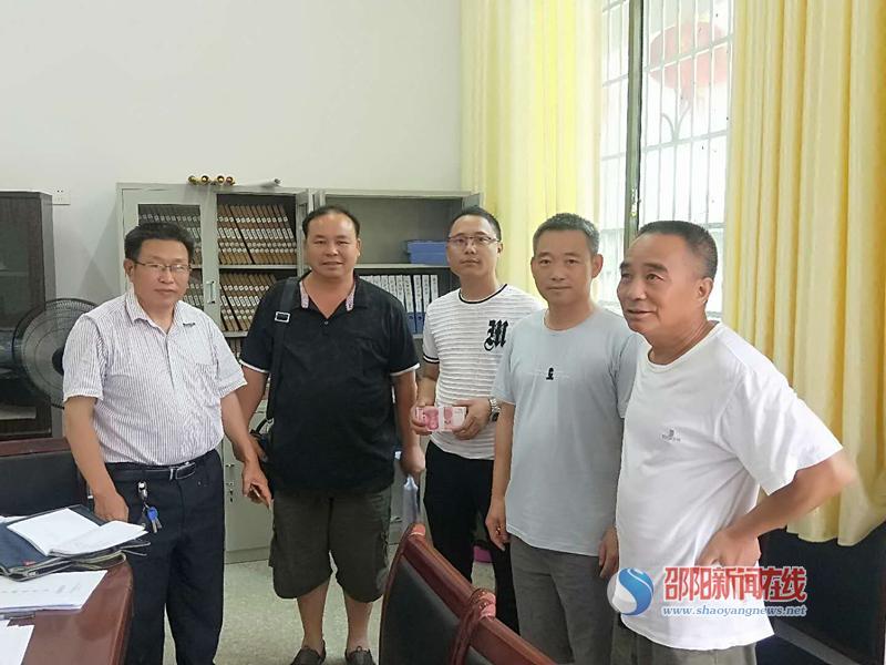 隆回县石塘采石有限公司为苏河完全小学捐赠风扇送清凉