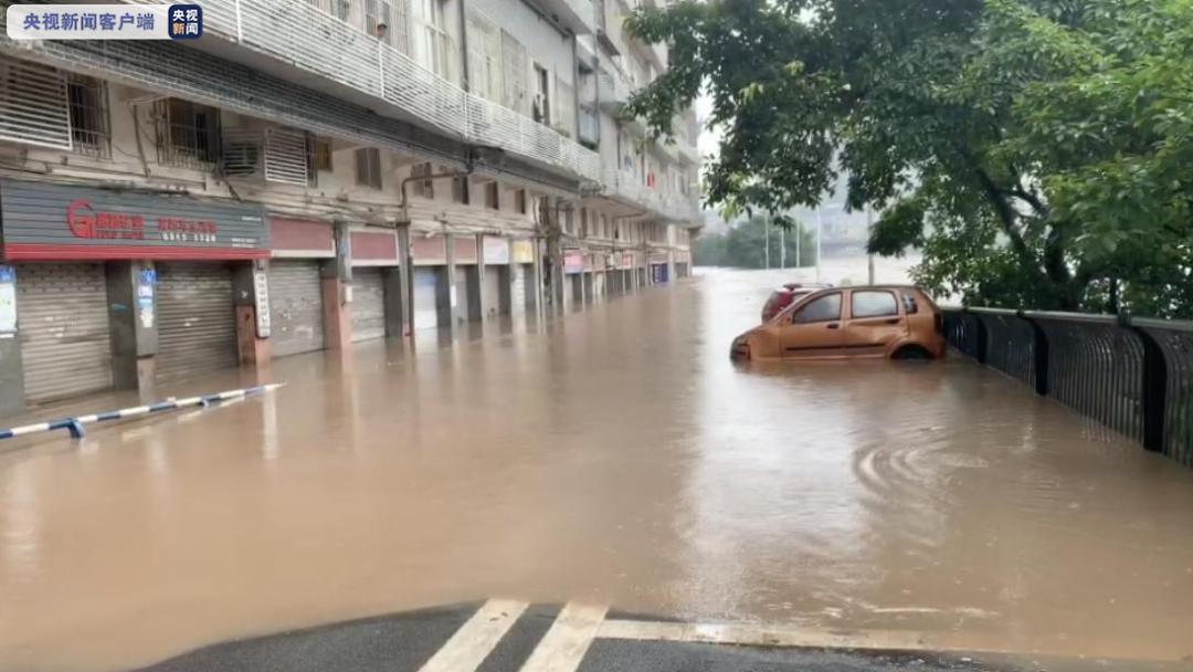 本日上午6时阁下, 重庆。綦江赶水洋渡村一运煤专线被泥石流冲断。现在,降雨仍在连续,相干部分正在构造气力举行救济。
