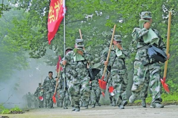 贵阳观山湖区人武部 开展抗震救灾战备拉练