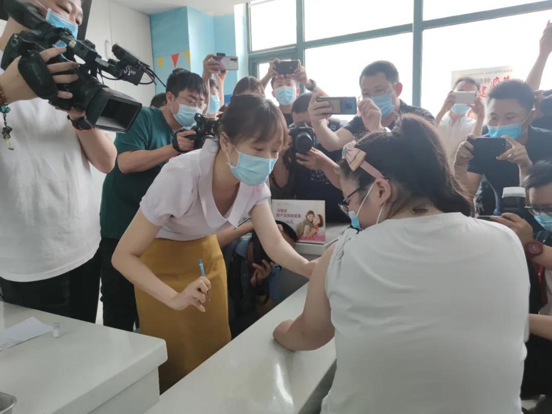 """河南省首例國產子宮頸癌疫苗""""開業""""每針351元 新冠狀肺炎"""