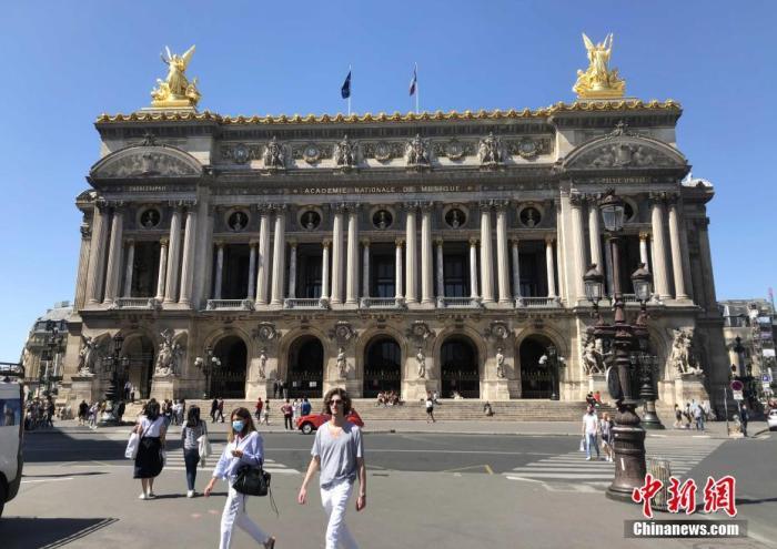 """当地时间6月22日,法国进入""""解封""""第三阶段,著名的巴黎歌剧院恢复开放。但歌剧演出等活动仍需等到9月才能陆续被安排。 中新社记者 李洋 摄"""