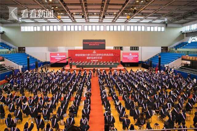 华东政法大学毕业典礼举行 七彩纸雕灯照亮前程