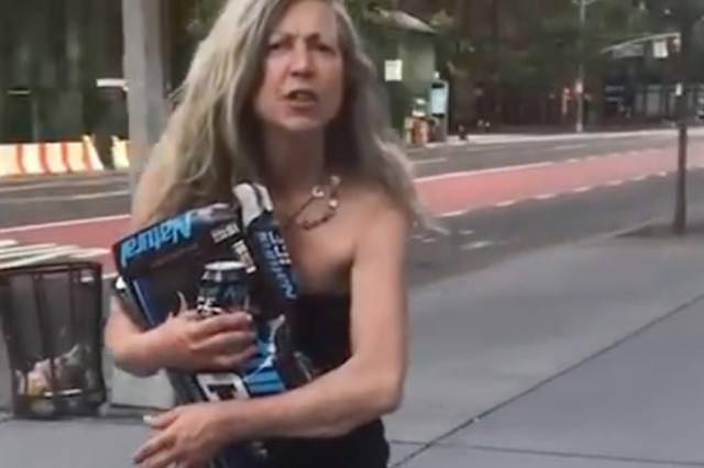 耶鲁大学黑人学生当街被白人妇女辱骂,默默拍下视频