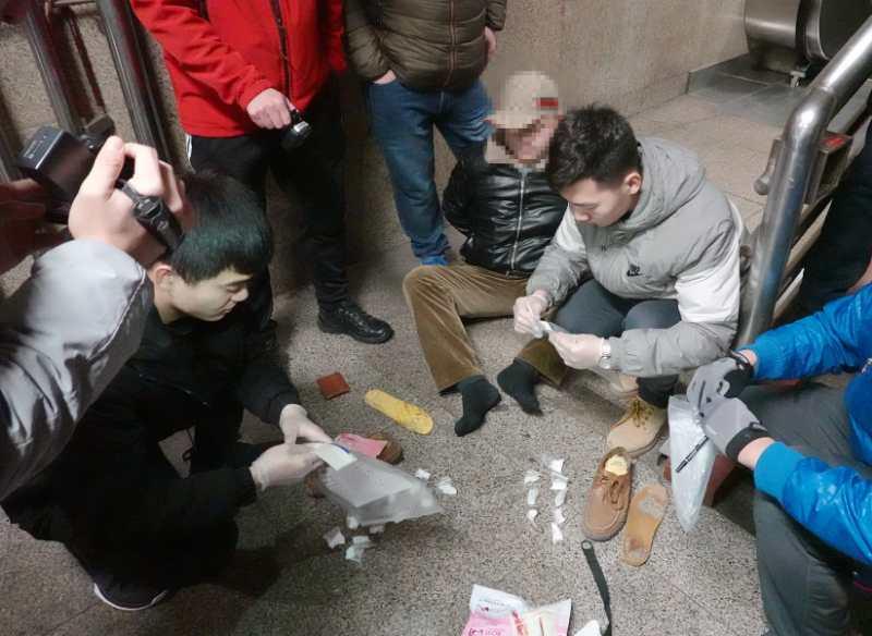 北京铁警13年破重特大运毒案56起,查获毒品近9万克图片