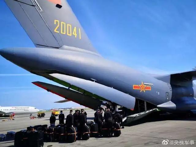 圆满完成红场阅兵任务,解放军仪仗大队乘运-20从莫斯科返回北京