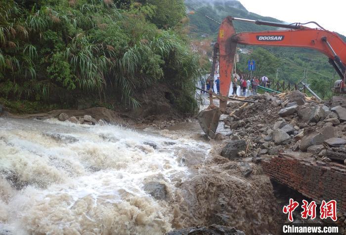 江西紧急启动救灾四级应急响应 积极应对端午强降雨图片