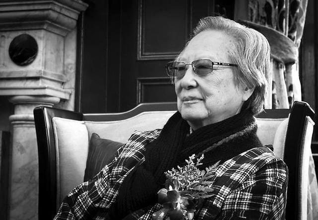 中国书画大师陈佩秋逝世,享年98岁,晚上用餐后突感不适