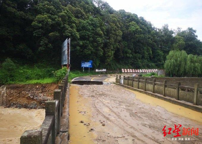 「摩天平台」洪灾害灵山摩天平台景区营救游客5图片