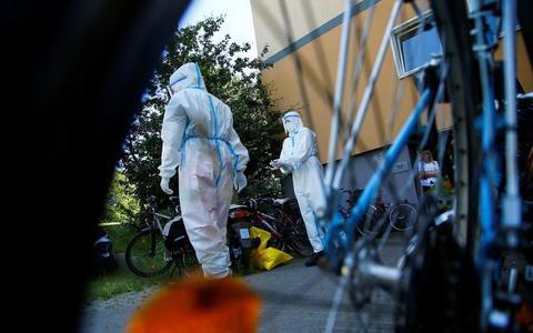 德国屠宰场发生大规模集群感染,员工接受筛查。(图源:路透社)