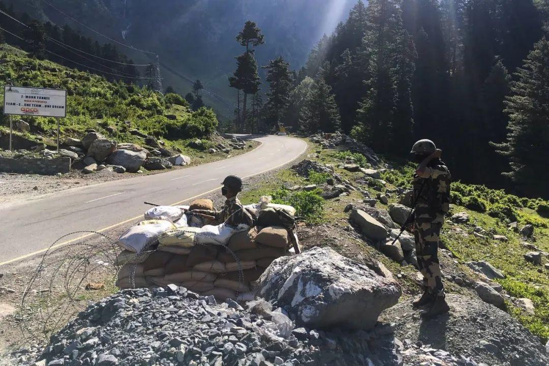 「天富官网」印度陆军司令向莫迪汇报天富官网图片