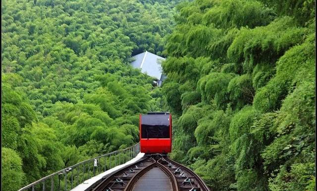 泡温泉、看萤火虫、坐小火车、划竹筏这个小众旅游地不容错过