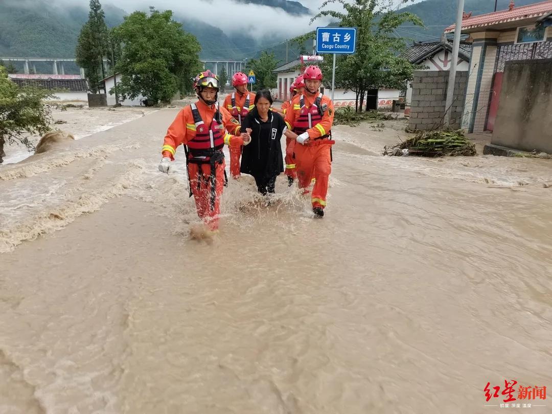 红星消息记者 江龙 拍照报道部门图片由凉山消防救济支队提供
