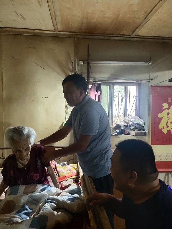 许昌市建安区椹涧乡南头村百年老宅与百岁老人的家庭故事