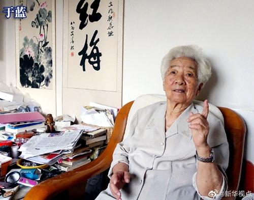 中国儿童电影事业开拓者于蓝病逝图片