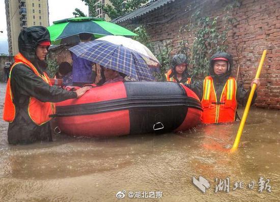 强降雨造成湖北省65万余人受灾,直接经济损失4.57亿元图片