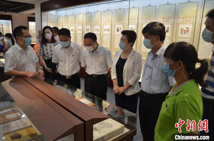 广东省红色家风书画展开幕 百米长卷亮相