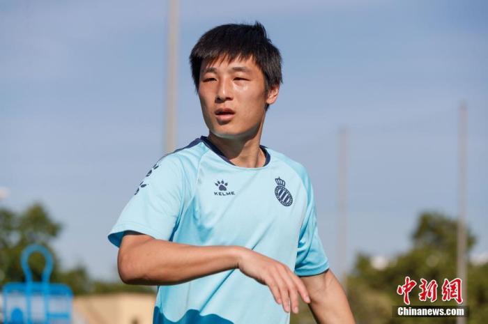 中新网喊话武磊:踢得自私点 你值得五大联赛的首发