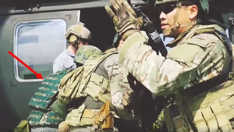 身穿台军迷彩(红色箭头处)的士兵与美军在一起训练 图自《连合报》