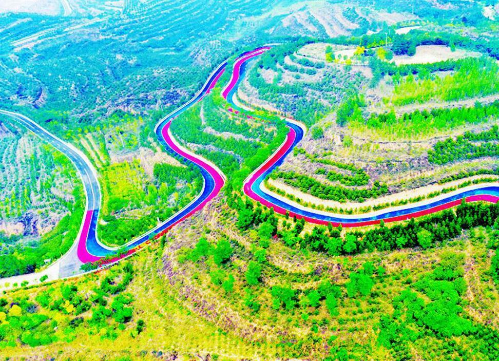 """人字形臂弯""""拥并入怀"""" 229.5公里东西山旅游公路相连"""