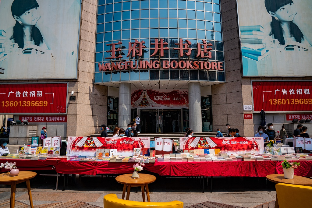 地摊经济的复兴:北京有人摆摊3小时收入300元图片
