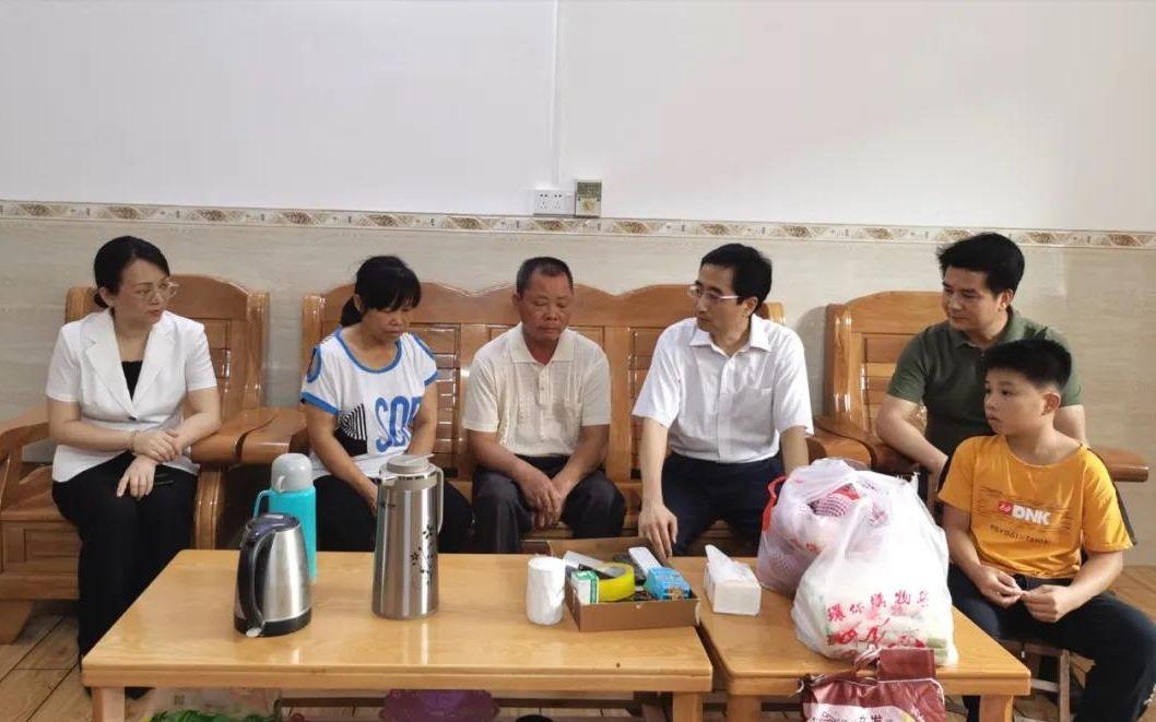 援鄂护士梁小霞去世 广西总工会为其家人送慰问金图片