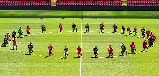 利物浦全队下跪。