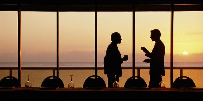万科集团创始人王石、西贝董事长贾国龙等企业家展开对话:黑天鹅频繁袭击 民营企业应对之策