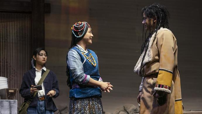 胡歌谭卓主演《如梦之梦》下半年亮相上剧场,黄磊何炅倪妮郝蕾张杰陆续登台