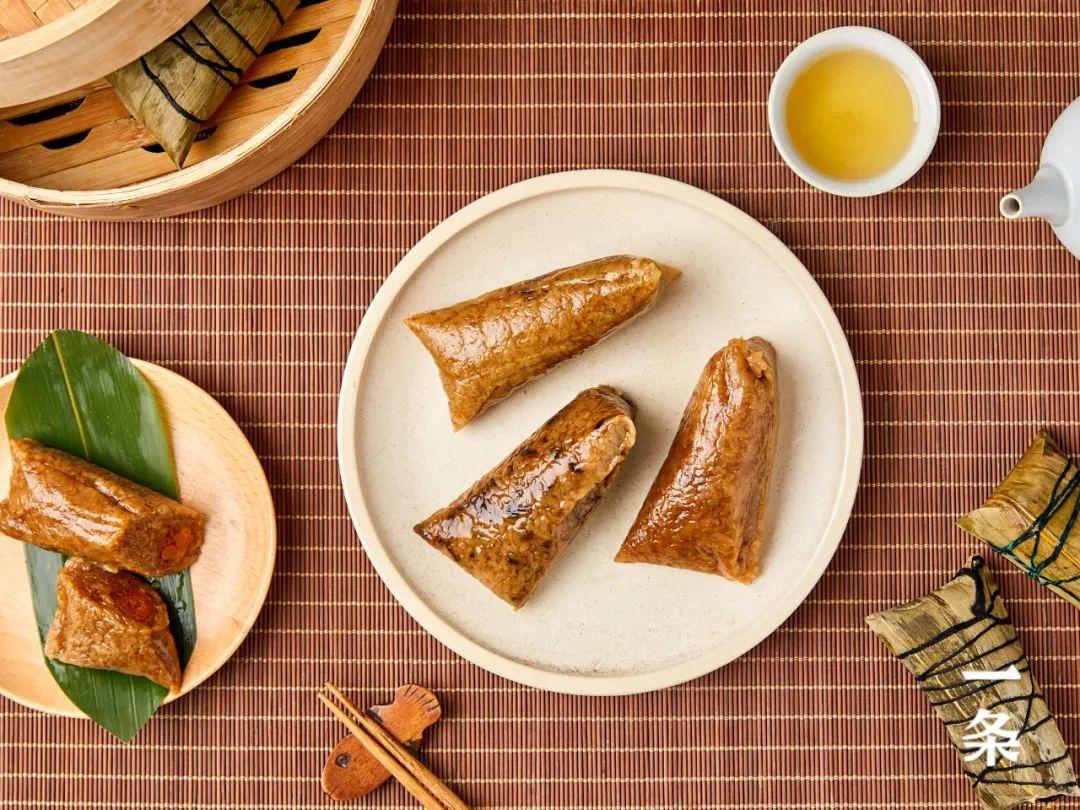 """咸蛋黄、梅干菜、咖喱、黑椒……味的""""人造肉粽"""",竟然超好吃!"""