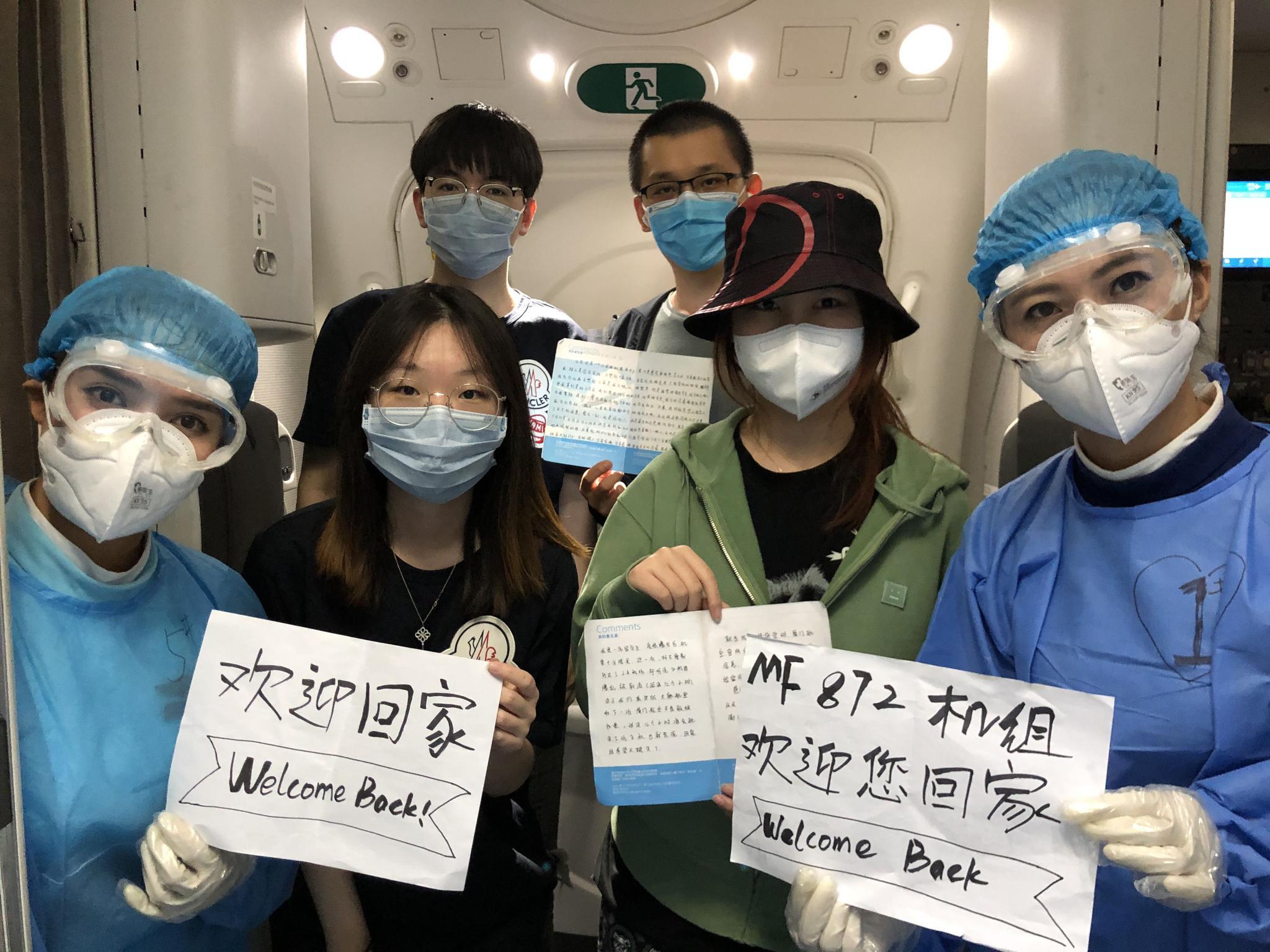 厦航一航班在韩主动延误7小时,接回96名中国旅客图片