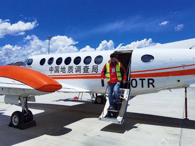 我国首次完成珠峰区域航空重力测量图片